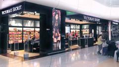 Компанията майка на Victoria's Secret отчита близо 40% по-малко продажби