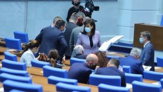 Последният работен ден на депутатите: пандемия, руска ваксина и без селфита