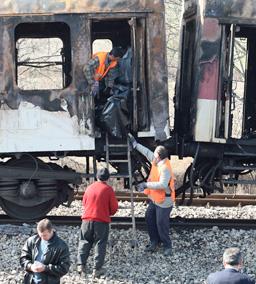 Счупена лампа е вероятната причина за пожара във влака