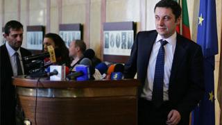 Янев дава Борисов на съд