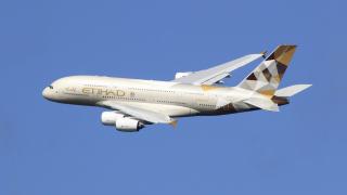 Авиогигантите Etihad и Emirates спират полетите до Катар