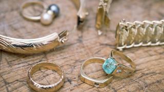 Българите масово продават златото си