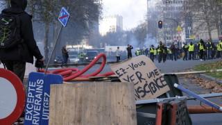 """Стотици """"жълти жилетки"""" блокираха центъра на Брюксел"""