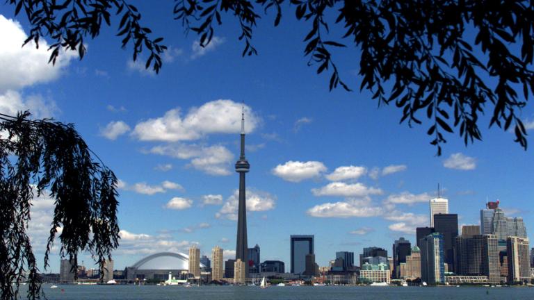 Охлаждащият се имотен пазар в Канада накара инвеститорите да продават акции на банки