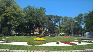 Пловдивчани негодуват срещу цигански катун насред Дондуковата градина