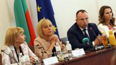 Манолова влиза в битка срещу двойните стандарти в ЕС