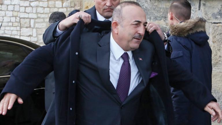 Турция иска Русия и Иран да възпрат насилието на сирийското правителство