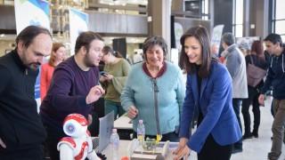 С учители, ментори, изследователи и индустрия, Габриел гради Стратегия на знанието