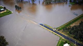 Масова евакуация в Австралия заради потопа