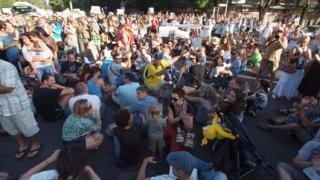 Масов протест срещу застрояването на Морската градина във Варна