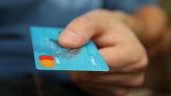 Задържаха 39-годишен, плащал с чужда дебитна карта