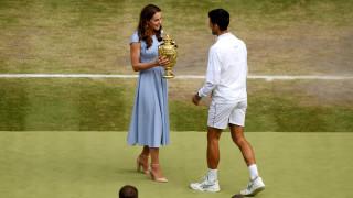Новак Джокович победи за трети път във финал рекордьора Роджър Федерер