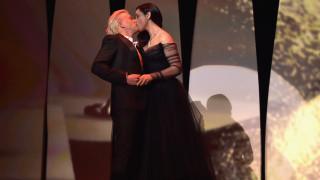 Моника Белучи се целува в Кан (СНИМКИ)