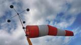 Силен вятър в 18 области в страната