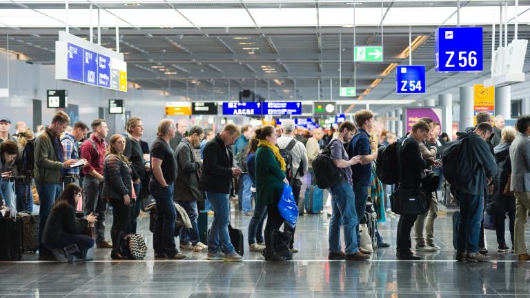 Хиляди пътници останаха на международното летище Suvarnabhumi в Тайланд, след