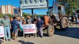 Ядосани лозари затвориха с трактори пътя Поморие-Каменар