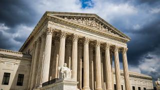 """Върховният съд на САЩ запази """"Обамакеър"""", оспорен от Тръмп и републиканците"""