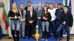 Министър Кралев връчи почетни медали на ММС  на призьорите от Световното първенство по кикбокс