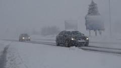 Тежки зимни условия по пътищата, карайте внимателно