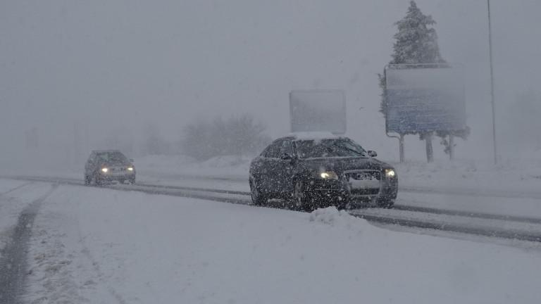 АПИ: Магистралите трябва да са изчистени до 2 часа след спиране на снеговалежа