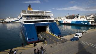 Фериботите в Гърция няма да мръднат до сряда