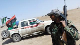 Тежки боеве за резиденцията на Кадафи