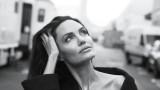 Анджелина Джоли e изящна във фотосесия за Vanity Fair (СНИМКИ)