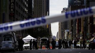 Един убит и трима ранени при стрелба в концертна зала в Ню Йорк