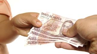 Мексико повишава минималната заплата до $5 на ден