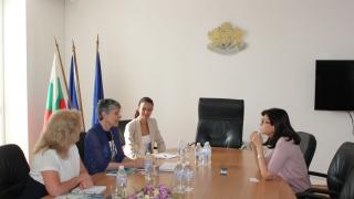 """Кунева иска помощ за реформата в училище от фондация """"Америка за България"""""""