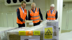 Хванаха Австралия с над 700 000 тайни дози AstraZeneca от Британия