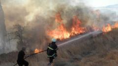 140 души гасят пожара на границата с Македония