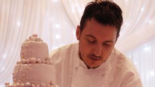 Братът на Владо Карамазов прави торта за сватбата на Хари и Меган