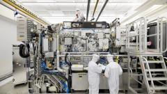 Липсващите чипове и непозната фирма от Европа, от която зависи индустрията за $440 милиарда