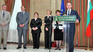 Станишев 3 часа разказва на европосланиците за промените в кабинета