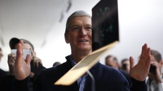 Колко плаща Apple на шефа си Тим Кук и на редовите служители?