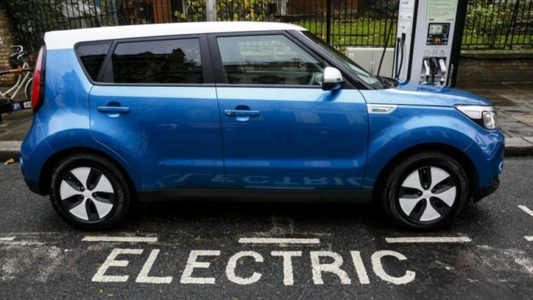 Подготвяната от Великобритания забрана на колите с бензинови и дизелови