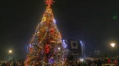 Запалиха светлините на Коледната елха в София