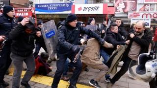 Турската полиция разпръсква протест с гумени куршуми и сълзотворен газ
