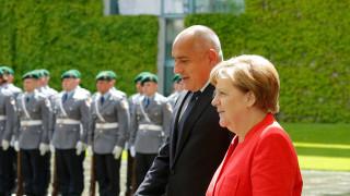 Борисов обсъди европредседателството с Меркел, Захариева активира диалога с Румъния, болници на ръба на фалита...