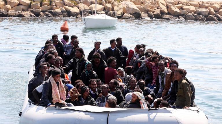 Над 400 африкански мигранти се удавиха в Средиземно море