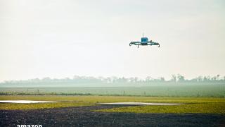Amazon направи първата си реална доставка с дрон (ВИДЕО)