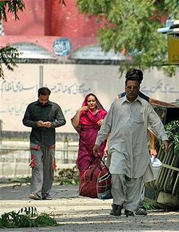 Нови взривове при Червената джамия в Исламабад