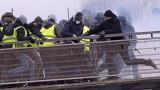"""14 ареста в Париж при протеста на """"жълтите жилетки"""""""