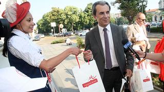 Деца учат депутатите да не говорят по телефон, докато шофират