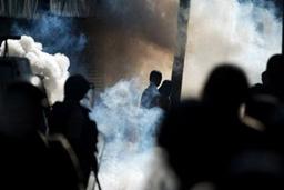 2-ма загинаха и 80 бяха ранени при протести в Индия