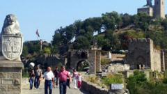 10-тонна скала се откъсна от крепостта Царевец