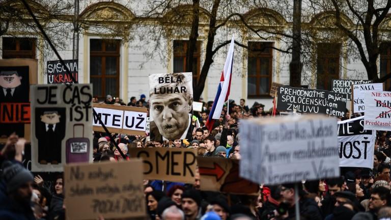 Десетки хиляди в Словакия искат предсрочни избори