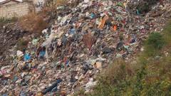 Кмет обяви награда за снимки кой изхвърля боклука си край пътя
