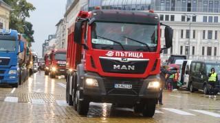 Камиони и самосвали стовариха протеста на пътищарите на жълтите павета